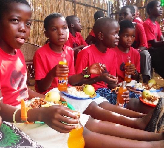 kids eating550